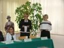 """Pani Danuta Bosek za-ca Dyrektora PUP w Łukowie wraz z panią z Wojewódzkiego Urzędu Pracy w Lublinie otwierają konferencję """"Krajowy Fundusz Szkoleniowy jako narzędzie dostosowywania się do wymagań rynku pracy"""""""